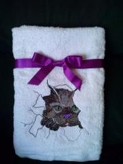 Embroidered towel with Angry cat free design