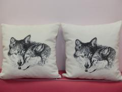 Two cushion with two wolfs photo stitch free embroidery design