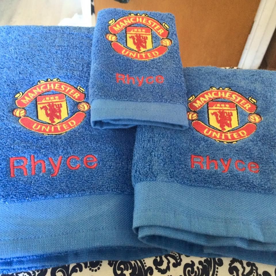 Towels with Manchester United Football Club logo machine embroidery design
