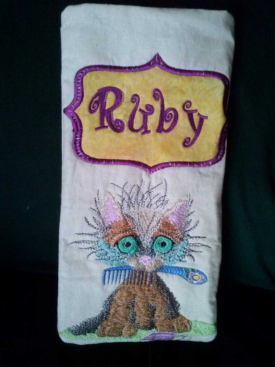 Hair straightner holder with curly kitty free embroidery design