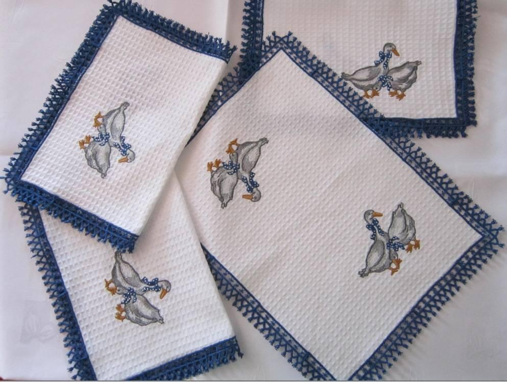 Kitchen serviettes with free embroidery