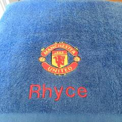 Bathroom towel with Manchester United Football Club logo machine embroidery design