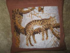Cushion with sleeping cat free embroidery design
