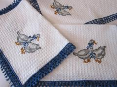 Serviettes with gooses free embroidery