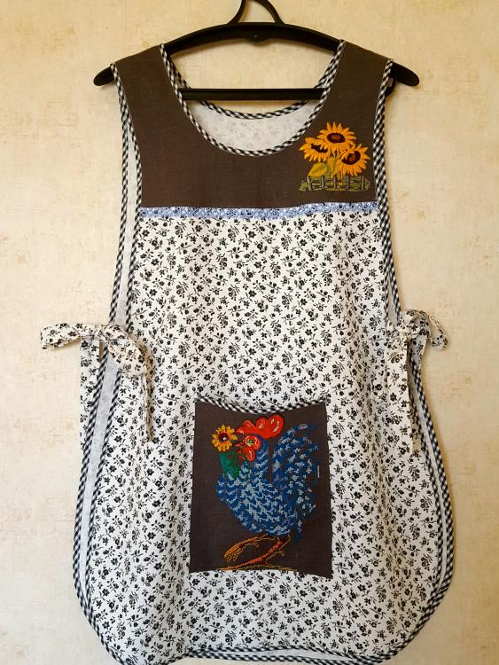 Kitchen apron with cross stitch free embroidery design