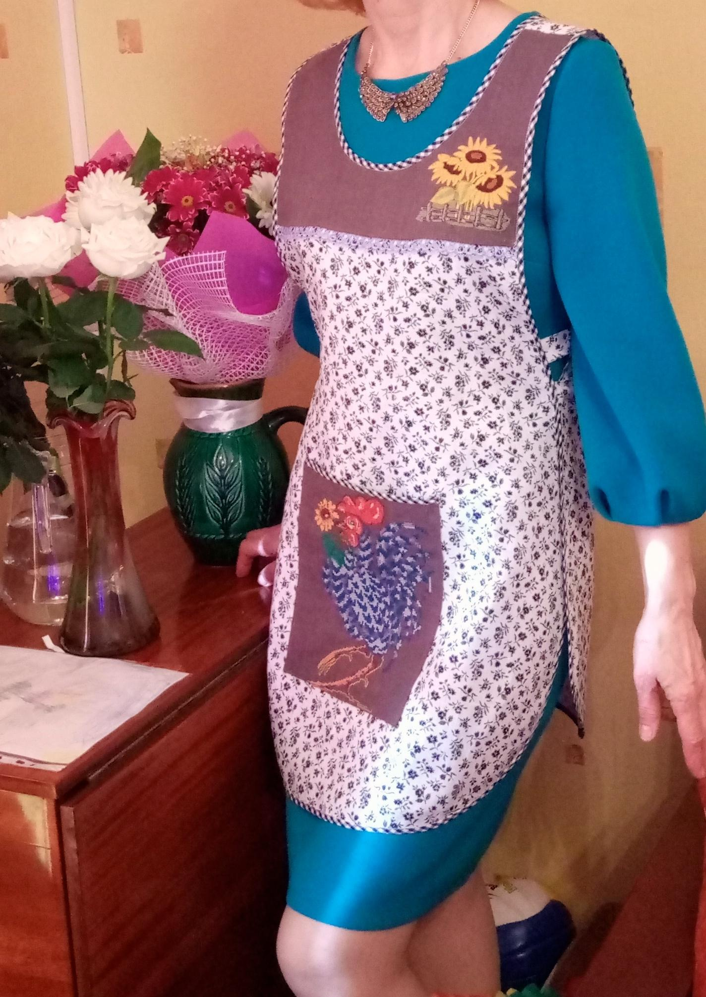 Kitchen apron with rooster cross stitch free embroidery design