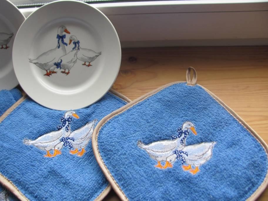 Hot pot with goose free embroidery design
