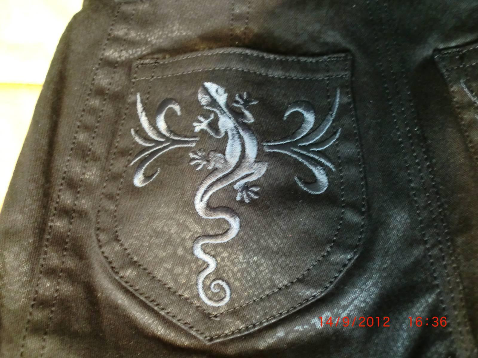 Pocket with lizard free embroidery design