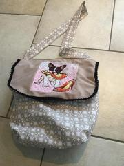 Embroidered bag with bulldog free design