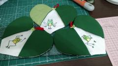 Potholder with funny frog free embroidery design