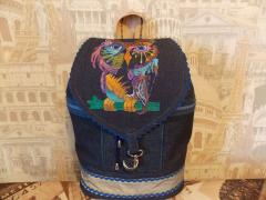 Backpack with Owl in color free embroidery design