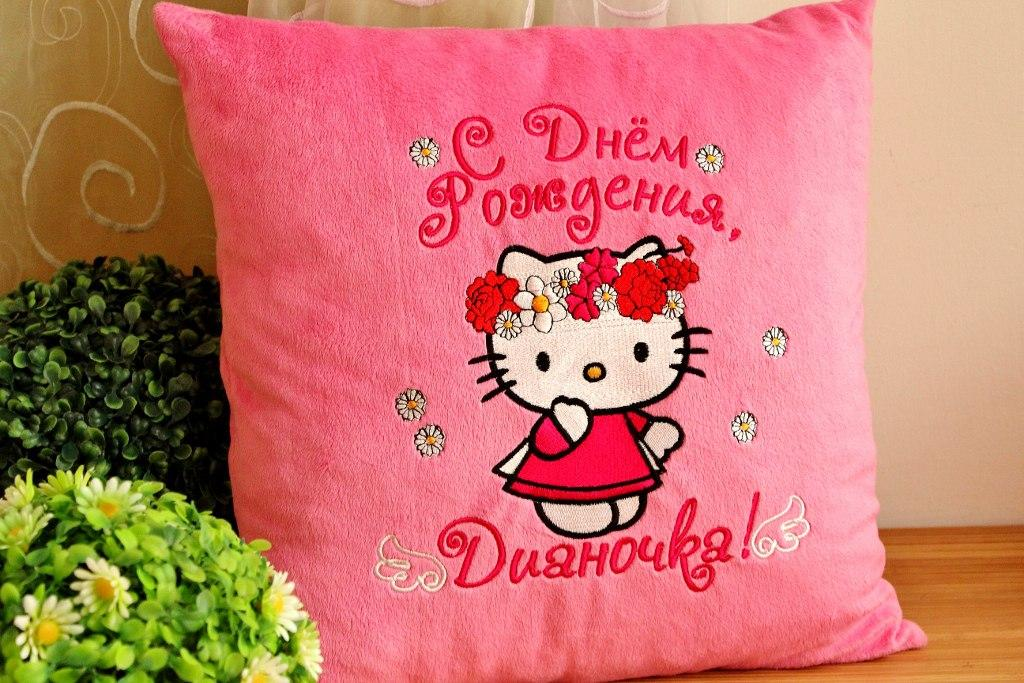 Cushion with Hello Kitty Spring embroidery design