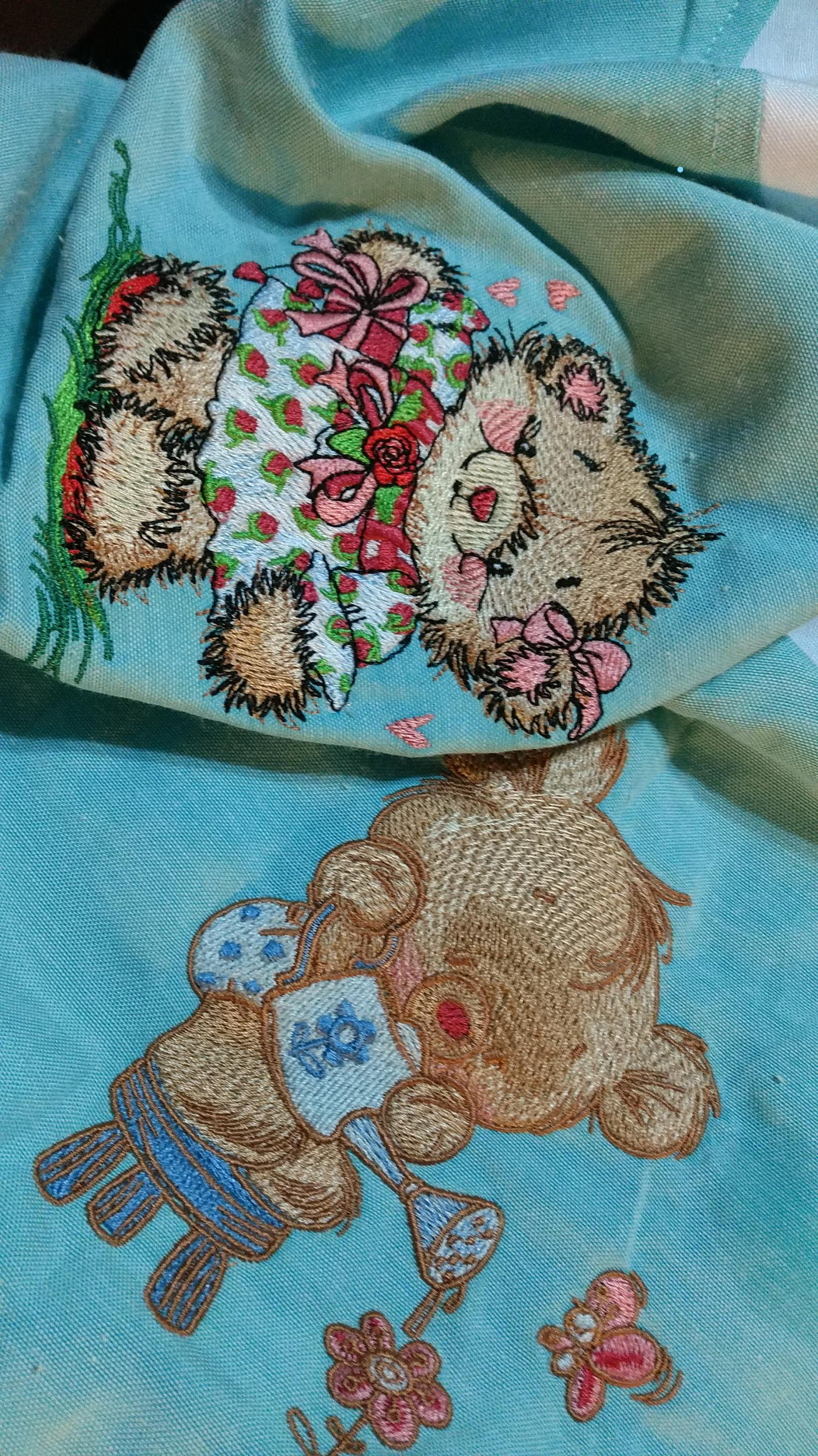 Embroidered serviettes with Teddy bear designs