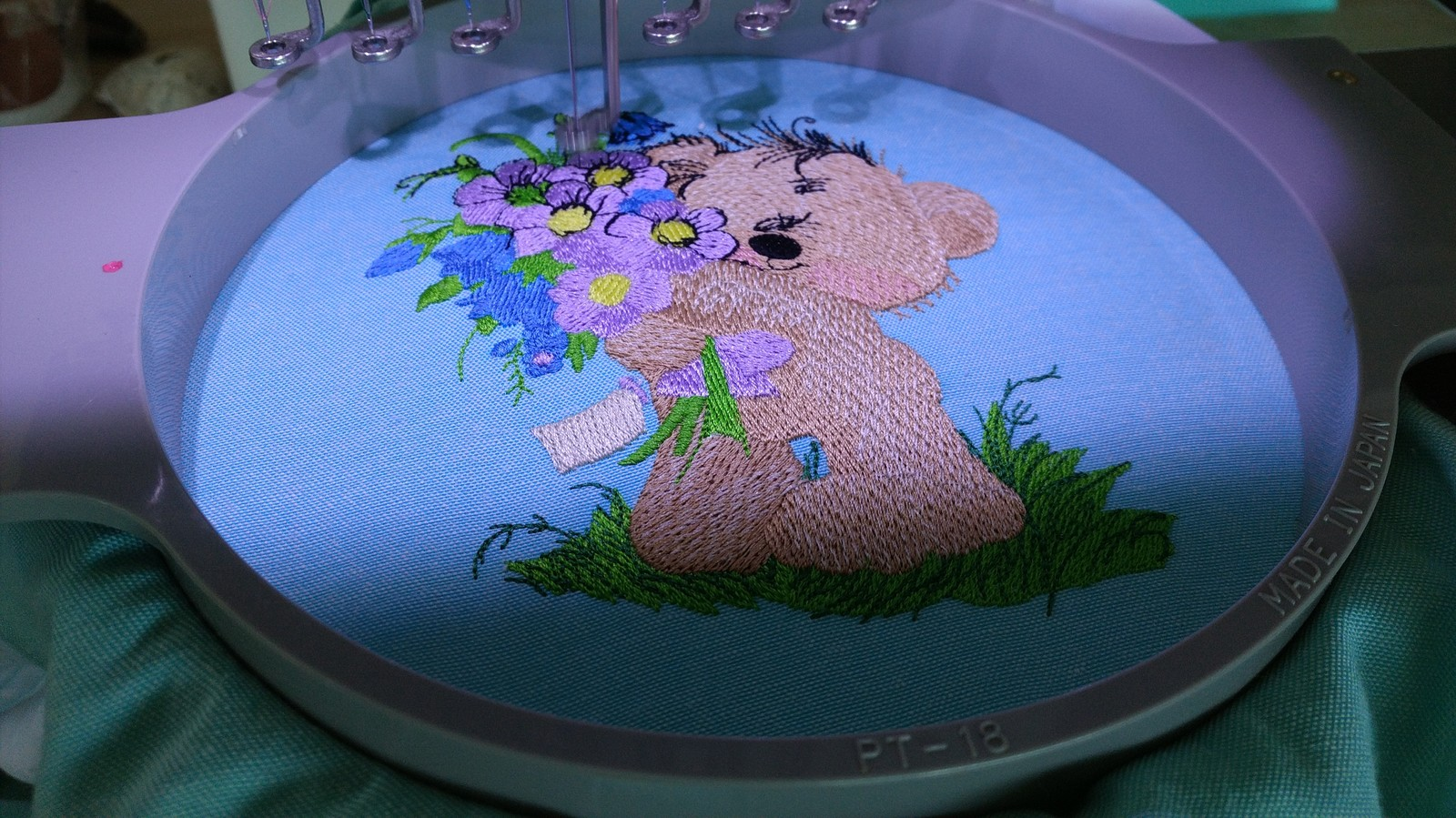 Embroidering teddy bear bouquet design