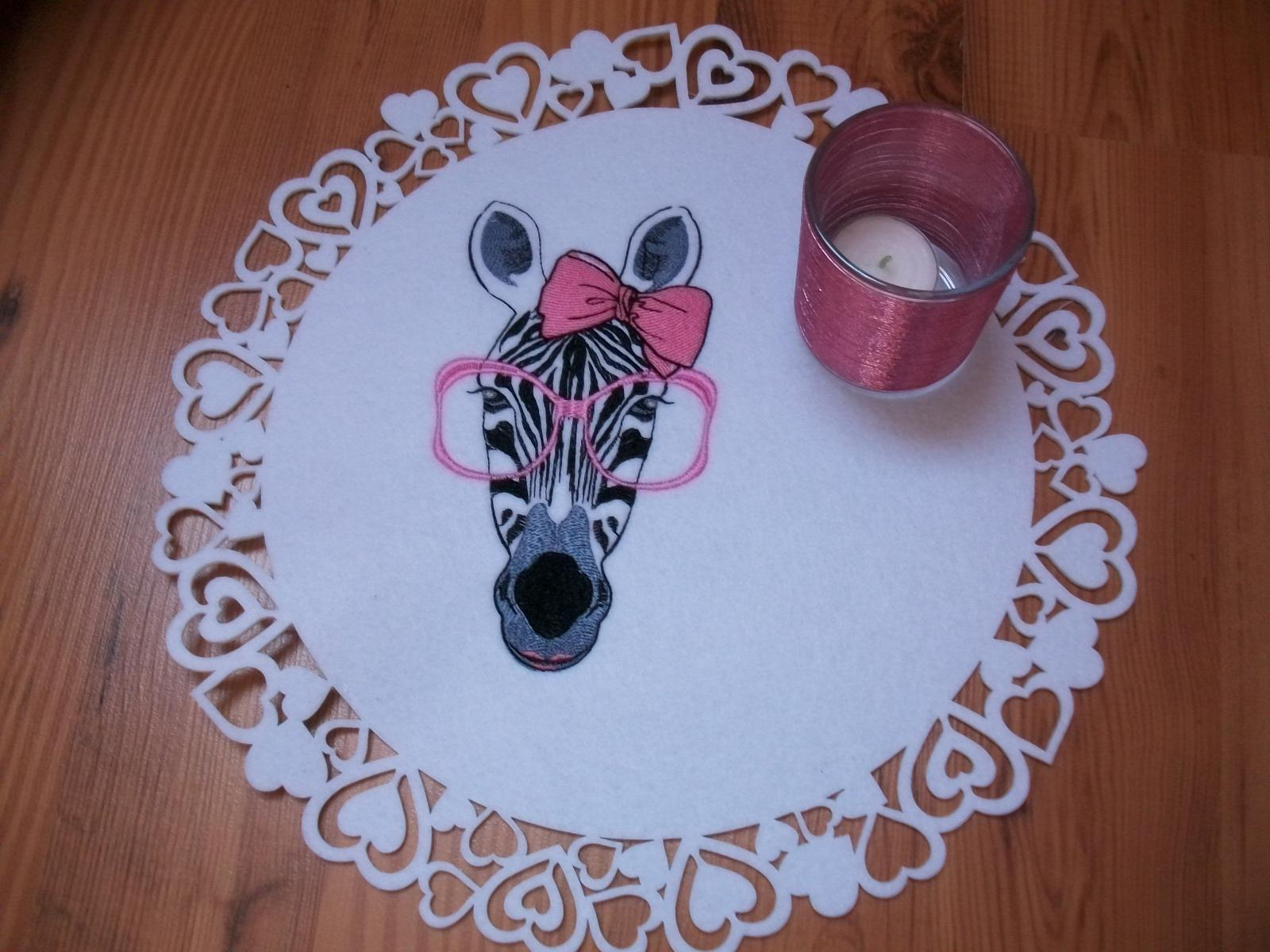 Place mat with zebra free embroidery design