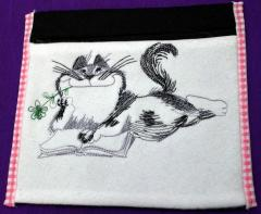 Napkiin with Cat like read book free machine embroidery design