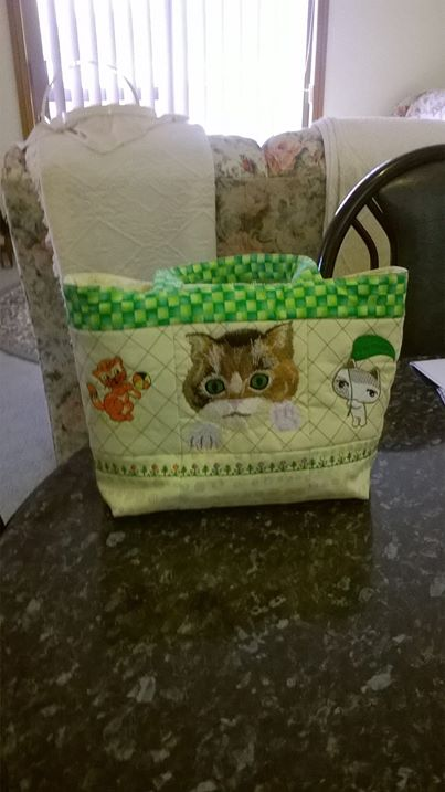 Bag with kitten embroidery designs