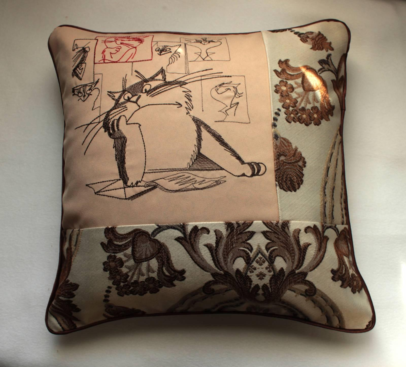 Cushion with Creative crisis free embroidery design