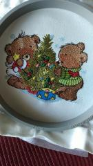 In hoop Bears waiting for Christmas embroidery design