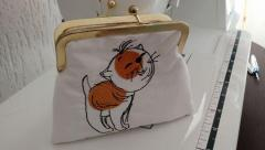 Embroidered bag with funny cat free design