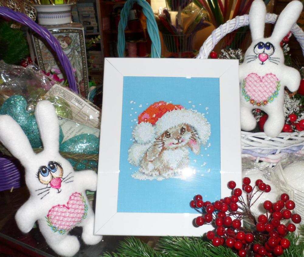 Framed Christmas bunny free embroidery design