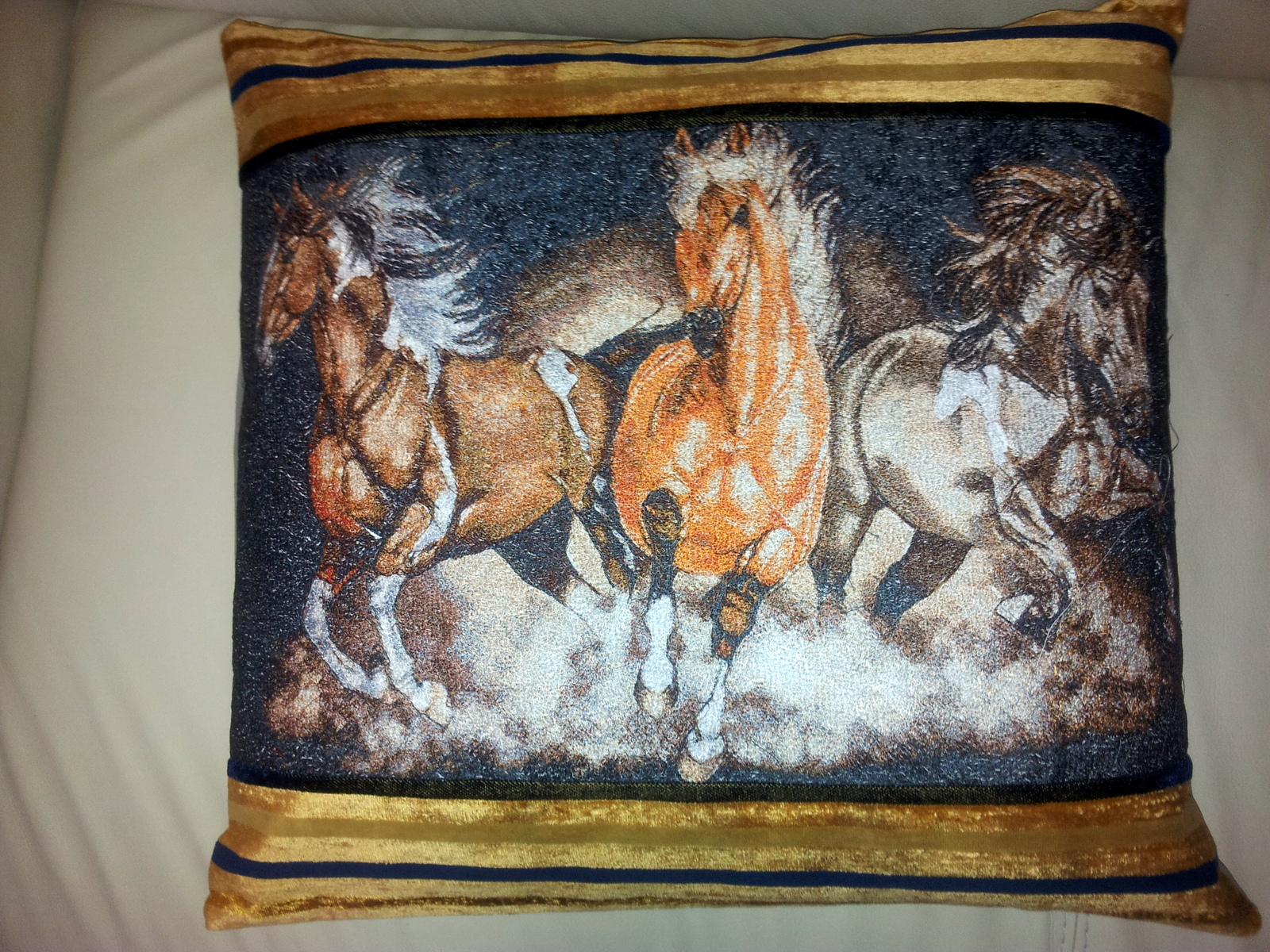 Cushion with trio horses free embroidery design