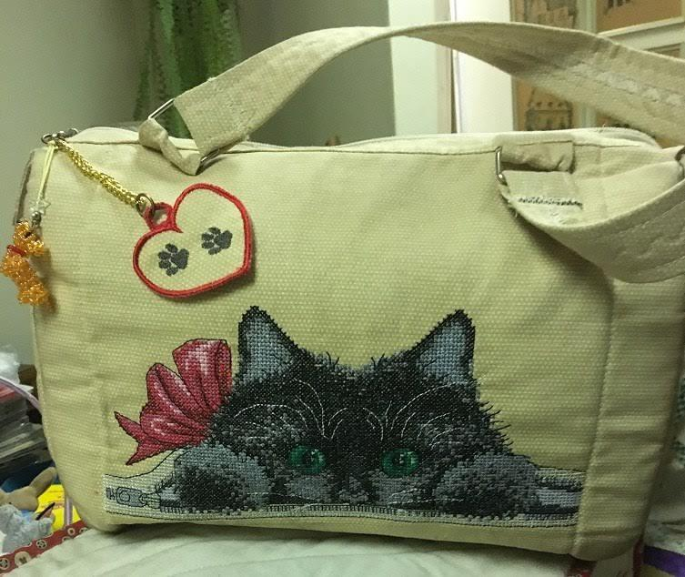 Embroidered bag with hiding cat free design