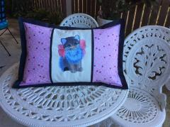 Embroidered cushion with kitty with bow design