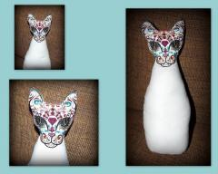 Embroidered face of cat figure design