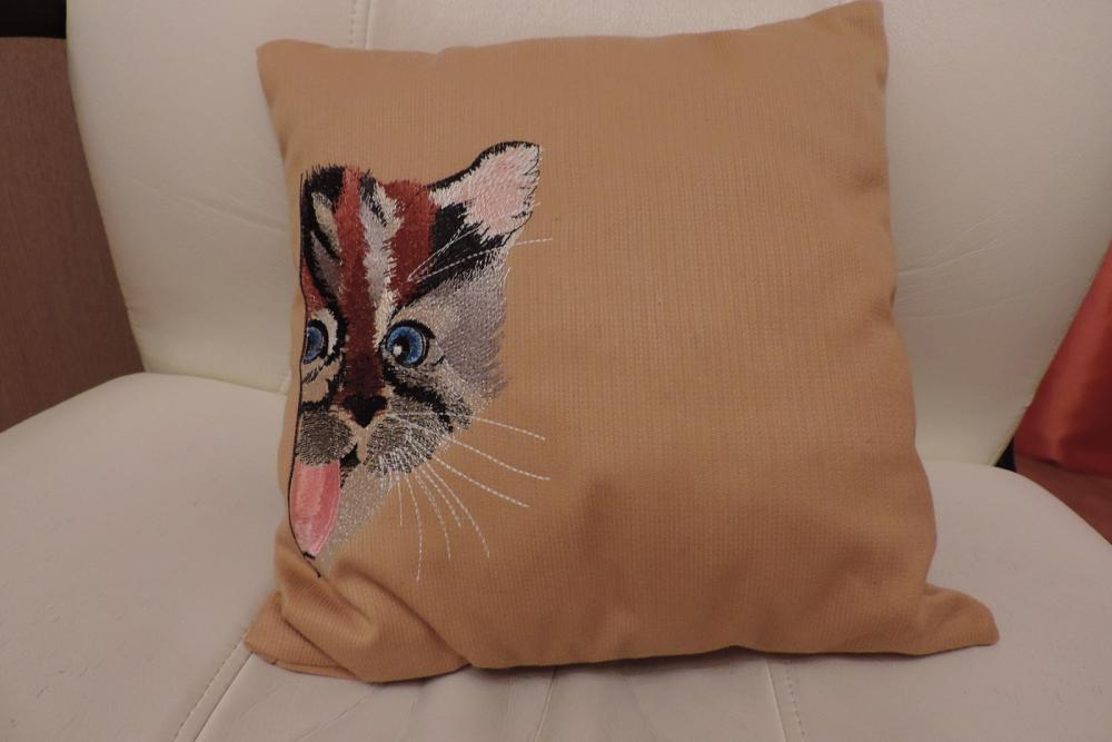 Embroidered cushion with funny cat free embroidery design