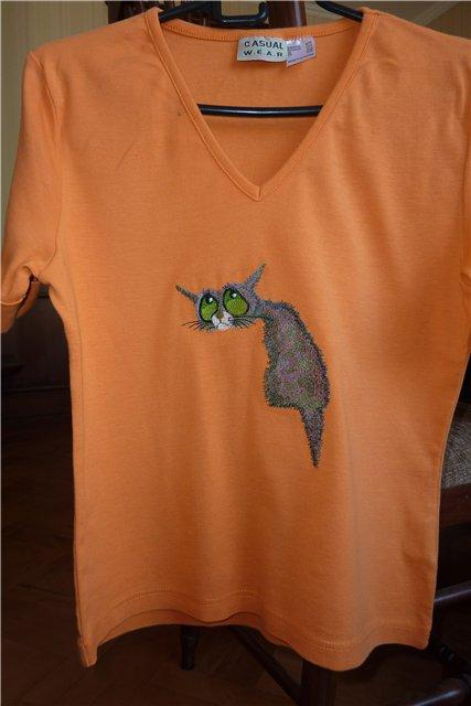 Sad cat on a T-shirt free embroidery design
