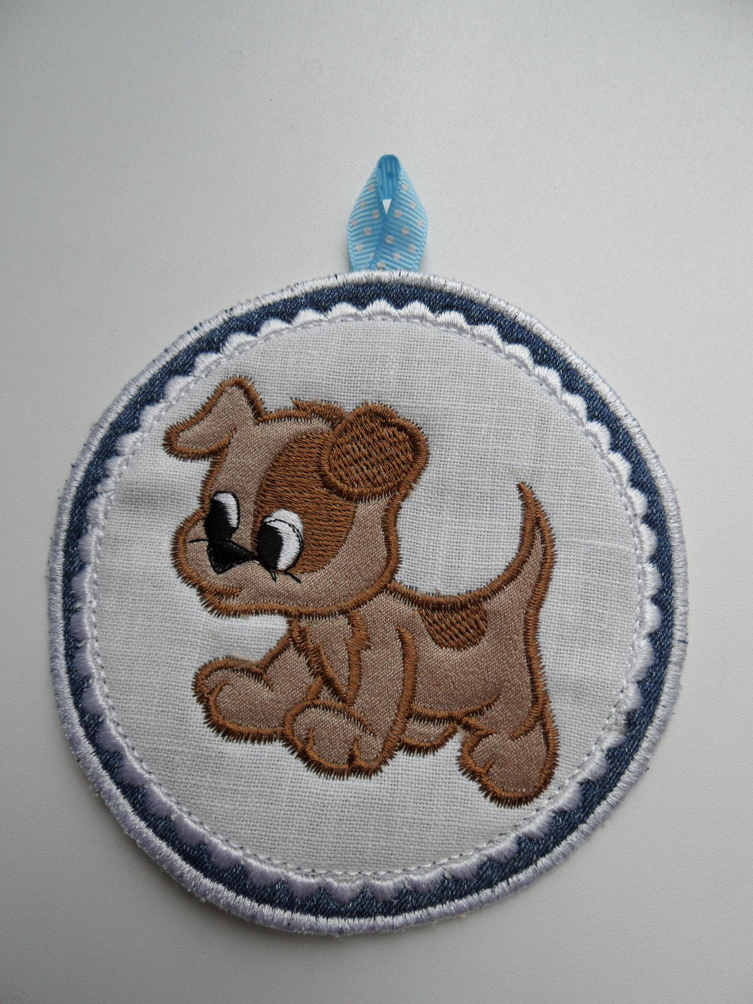 Embroidered potholder with funny puppy appllque free design