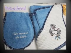 Set of bath accessories with embroidered bunny design