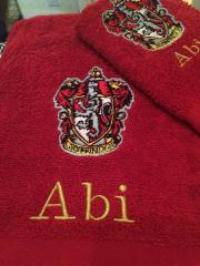 Embroidered towel with Gryffindor emblem design