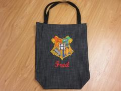 Embroidered bag with Hogwarts emblem design