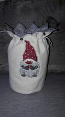 Embroidered bag with little dwarf design