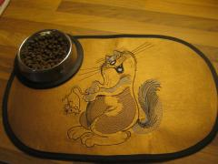 Embroidered mat Funny cat and mouse free design