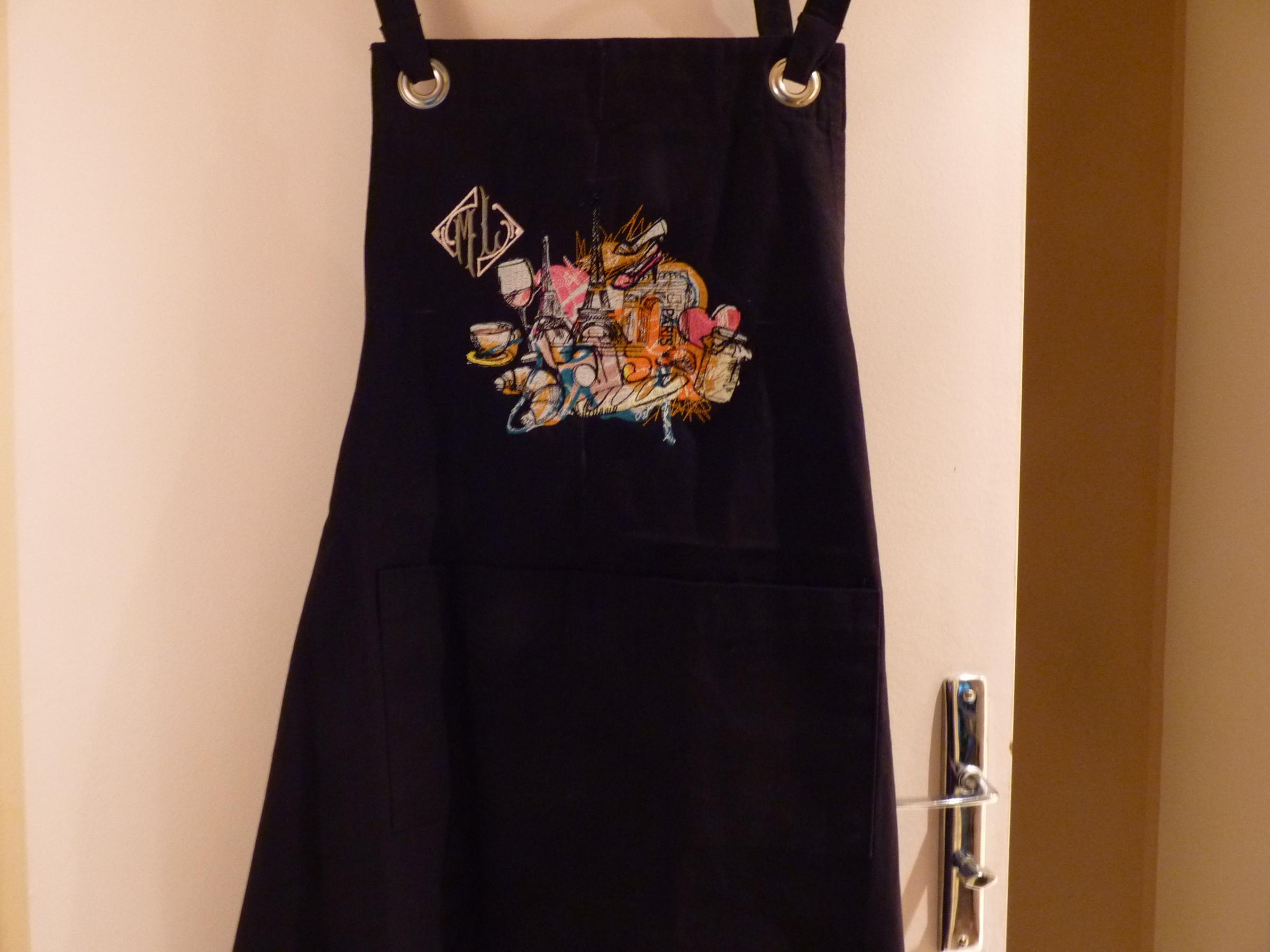 Embroidered apron with Paris pictures design