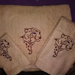 Embroidered towels with Spotted leopard design