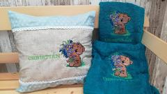 Embroidered set with Teddy bear and bouquet design
