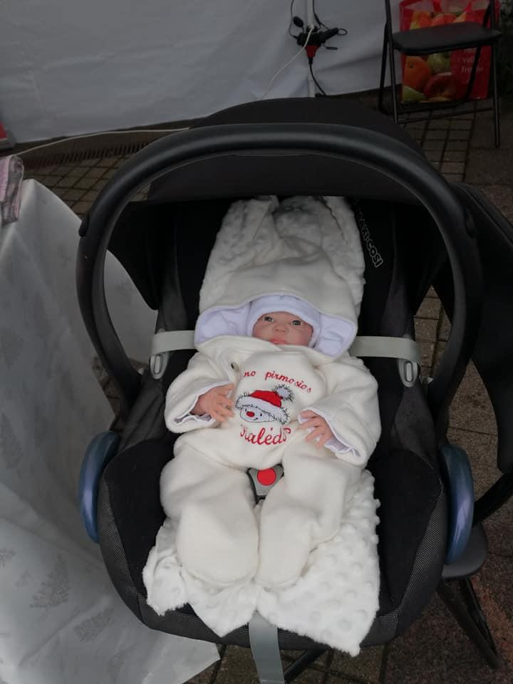 Embroidered baby overall with funny snowman free design