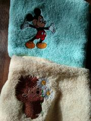 Set of embroidered towels with Mickey Mouse and hedgehog designs