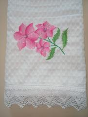 Embroidered scarf with pink flowers design