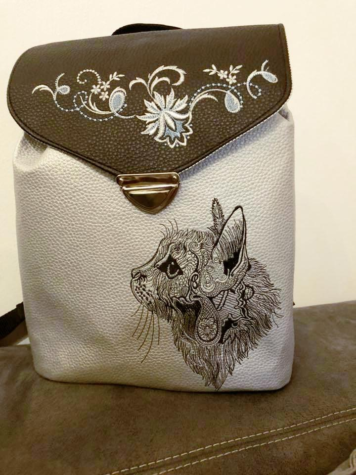 Embroidered bag with fancy cat sketch design