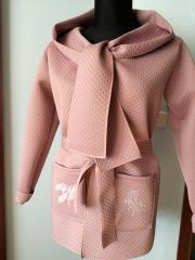 Embroidered woman pink coat with feathers designs