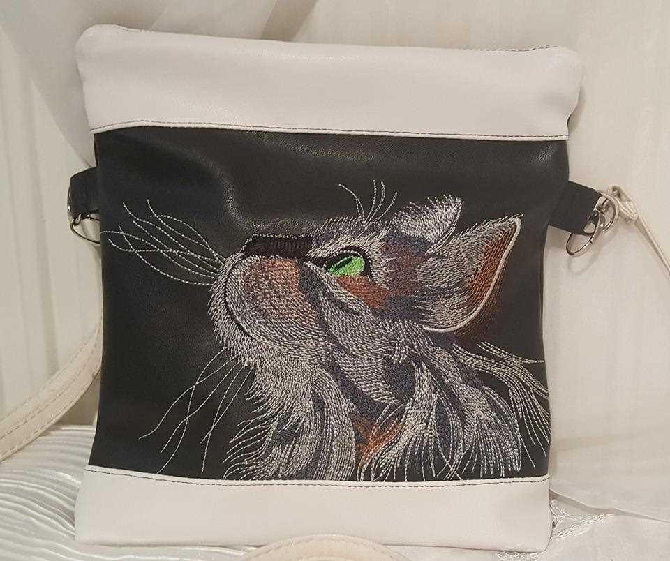 Embroidered tote bag with curious cat