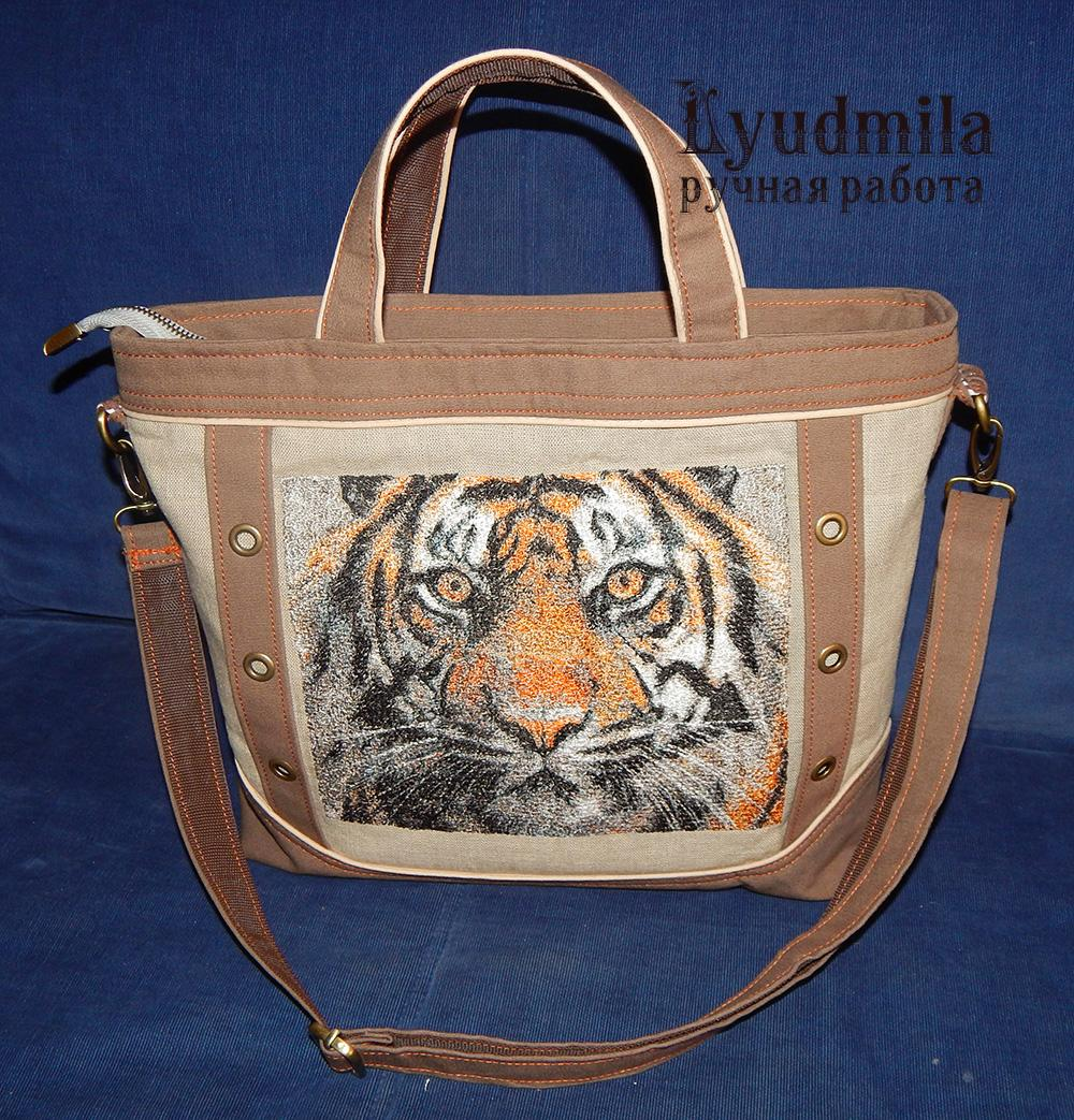 Embroidered Bag with tiger photo stitch