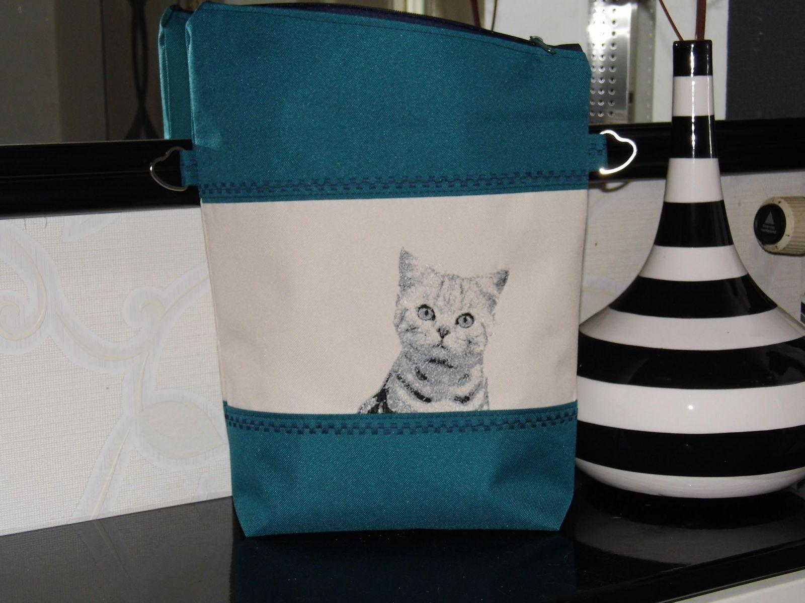 Tote bag with cat photo embroidery design
