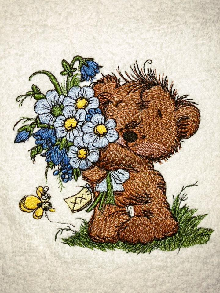 Bear with big bouquet embroidery design