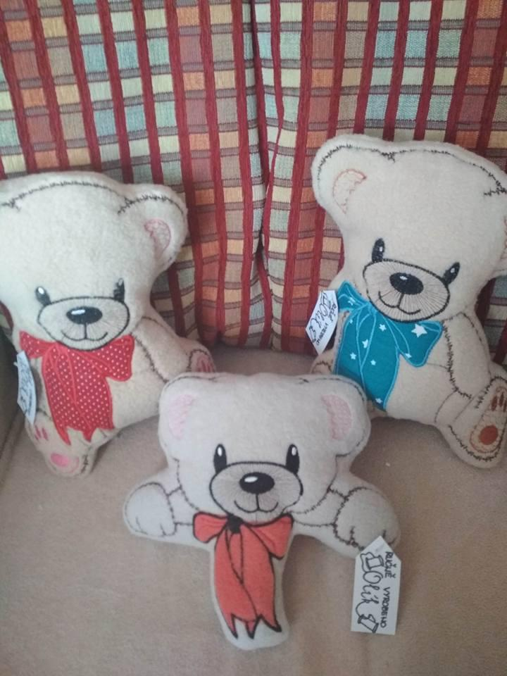 Embroidered applique set with teddy bear free design